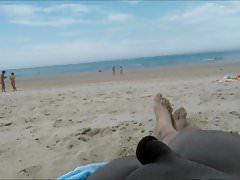 des femmes chaudes et ma petite bite sur la plage