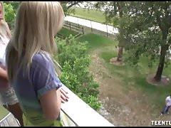 Trzy napalone nastolatki oferują miejscowy przystojniak