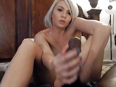 Blonde Footjob- & Handjob-Kombination