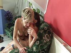 Chuda babcia obija mu tyłek