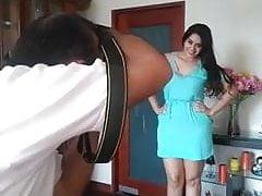 sexy mamasita in Foto-Session zeigt ihr sexy Kleid