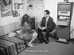 Bürokauffrau versucht, Liebe zu finden (1960er Jahre Vintage)