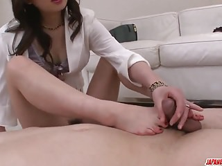 岩井Ayumi在她每個貪婪的洞裡嘗試雞巴