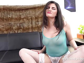 Squirting Sex Toys video: Wetandpissy - Sexy Francesca - HD Pissing