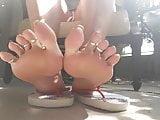 BAREFOOT & Flip Flop Big Feet Long Toes 0027