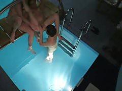 Nachbarn beim Pool Orgie erwischt