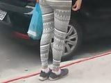 Hot girl in yoga pants public