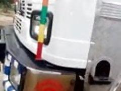 indiánský řidič nákladních vozidel zachytil kurva v nákladním autě
