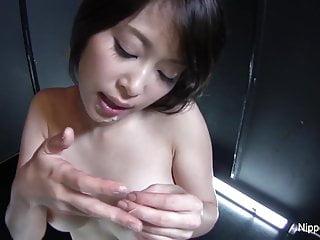 亞洲蕩婦給性感的POV口交