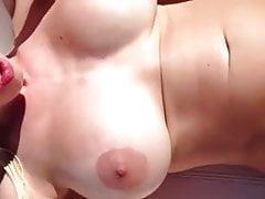Slut Blonde Wife ottiene un duro trattamento in vacanza