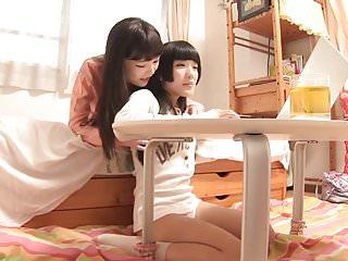 Shuri Atomi支配女同性恋者11