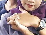 Gadis berpakaian ungu yang cantik