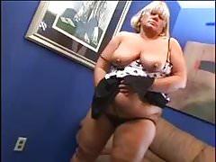 BBW Brenda si masturba e viene scopata