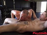 Gay studs take turns in cock sucking and rimming at the gym