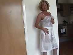 Bionda matura con perfette grandi tette in lingerie