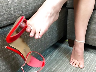 Porno video: Becky's Dangling Shoes and a FJ For YOU!