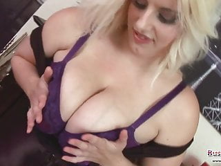 raphaella百合大胸部貓玩