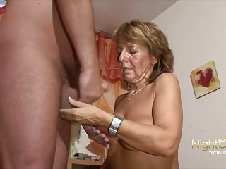 German Closeups Mom video: Alles Fotzen ausser Mutti,
