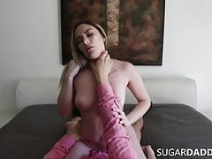 Latina materialista con Fat Ass FUCKED per i regali di Daddy