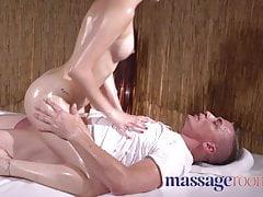 Massage Rooms Petite giovane spagnola cara oliata e scopata