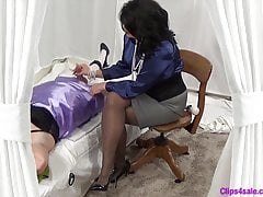 Femdom Mistress Handjob pro Sissy Crossdresser