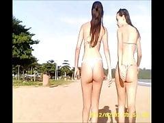 2 ragazze sulla spiaggia