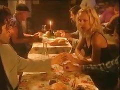 Su novia come esperma de extraños para cenar en el bar.
