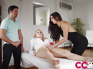 Squirting Big Cock Threesome video: Alexa Tomas makes my Wife Squirt