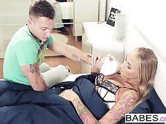 Babes - Step Mom Lezioni - Kayla Green e Matt Ice e Oliv