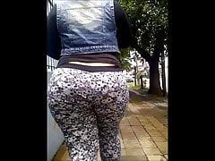 Riesige Bubble Butt Whooty Mom mit breiten Hüften und schöner Taille