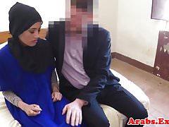 Amateur muslimische Schönheit für Sex vor der Kamera bezahlt