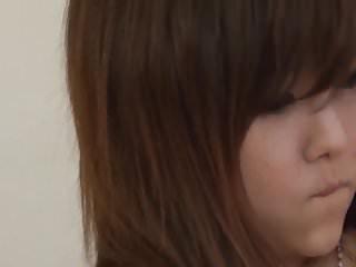 年轻的Miku Airi被卧室浪漫的男朋友搞砸了