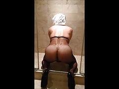 Żona Szpiegująca łazienka