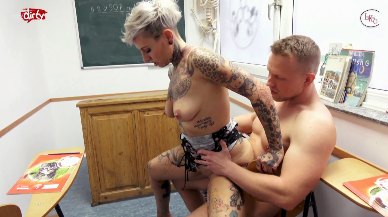 Порно девушка какает на партнера