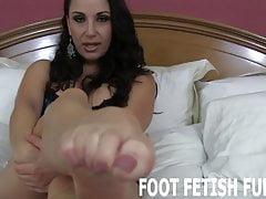 Ich möchte deine Zunge an meinen sexy kleinen Füßen spüren