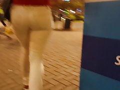 Bogate dziecko w białym dżinsu - 5