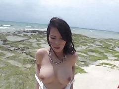 Kyouko Maki lavora con il cazzo sia nella figa che nella bocca