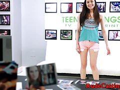 Casting teen dostaje jej mokrą cipkę