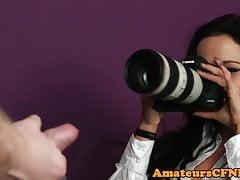 CFNM photographe fétiche caresse les gars