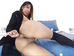Teen Latina Babe fickt ihr Arschloch mit Dildo
