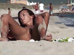 dojrzałe dobre ciało na plaży