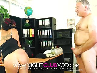 Amateur Office 18 Years Old video: Geiler Office fick