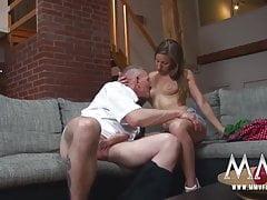 MMV FILMS Naughty Teen wird mit einem Penis bestraft