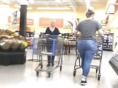 Geeky Pawg perseguir no Walmart