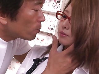 Mariru Amamiya硬性交,并在69avs com做了更多