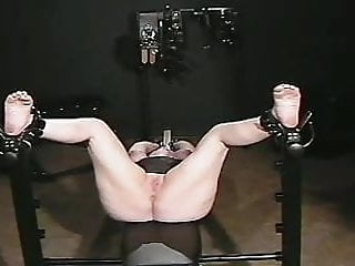 Porno video: Exercise Bench Torture (Bastinado)