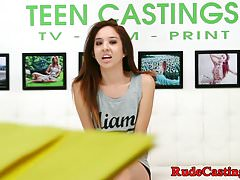 Piccola teen hardfucked al casting