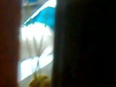 Teengirl sta cerando la sua figa