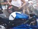 lavando la moto