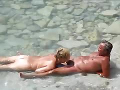 Starsza para na plaży